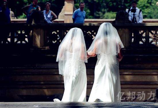 """对话女同性恋社区拉拉公园:15人咋""""养""""起150万女同"""